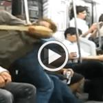 【衝撃映像】電車内で日本人DQNが酔っぱらった外人の顔面にマジ蹴りを入れる瞬間!!