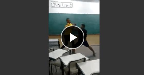 黒人学生のガチ喧嘩!!激しい戦いの末、最後は顎にクリーンヒットでKO!!