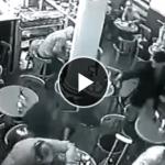 CAFEで弁護士が突然射殺される!!犯人もその場で自身のこめかみに銃を当て迷わず発砲........