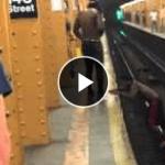 電車のホームを黒人さんが大ジャーーーーンプ!!が失敗(;・∀・) 顔面強打www