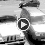 小僧の割り込み駐車に『ばあちゃん』ブチ切れ!金属バットでフロントガラスを叩き割る!!年寄りをなめるなぁ(`・д・´)