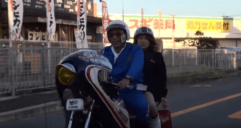 白バイのフリしていた族バイクを追いかけている本物のパトカー......