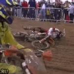 バイクがジャンプしてきて。。。MAXパワーで後頭部に直撃!!!!!
