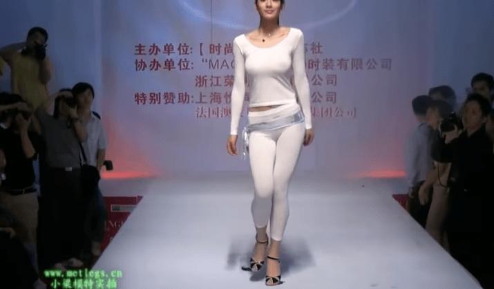 神ボディ!中国モデルの「劉敏林」の体つきが極上すぎてエロたまらん!2