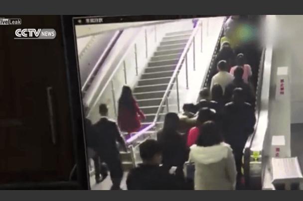 中国のエスカレーターで大量ドミノ倒しの事故発生!!!!